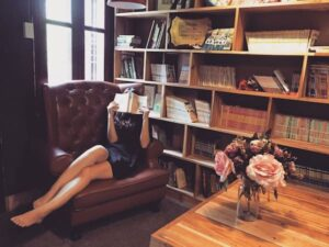 libri e felicità blog post di maurizia scaletti 16 gennaio 2020 - foto di Hoang Bin Pexels